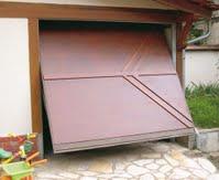 Porte de garage basculante en aluminium, aspect bois