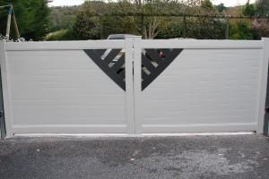 portail en aluminium design existe en battant ou coulissant avec bicoloration