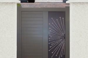 Pose d'un portillon moderne en aluminium dans la Val d'Oise