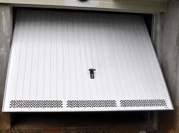 Portes de garage pour l 39 habitation oise sp cialiste du for Porte avec grille de ventilation